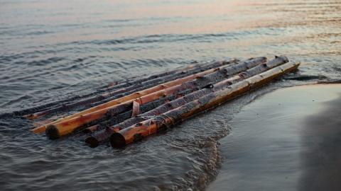 Пьяные мужчины на самодельном плоту едва не утонули в Волге