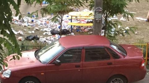 Ночью мусором завалили детскую площадку