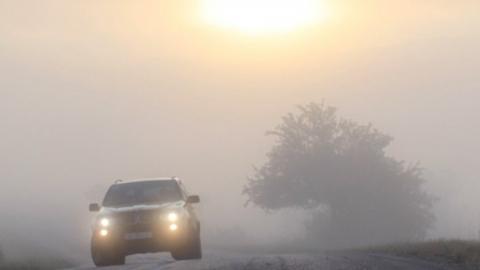 Водителей предупредили: утром на дорогах вероятны туманы