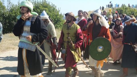 На увекском фестивале покажут шаманское гадание и реконструируют средневековый дом