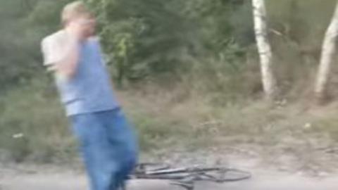 """""""Фольксваген"""" сбил велосипедиста"""