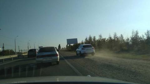 На Вольском тракте обочечники мешают трафику