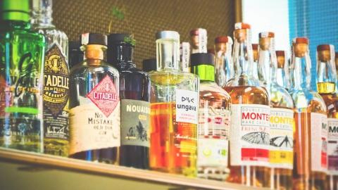 """Продавцы """"Грозди"""" в Ртищеве поймали гостя из Тюменской области во время побега с бутылкой водки"""
