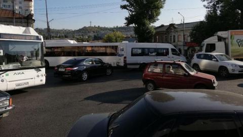 Транспортный коллапс в Саратове. Перекрыта ещё одна улица