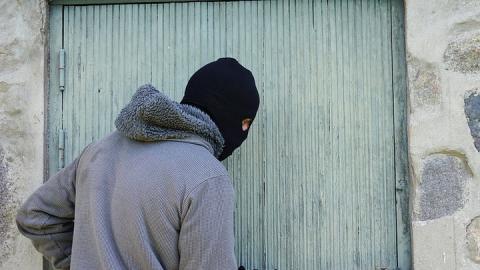 Вора-рецидивиста подозревают в двух кражах за ночь