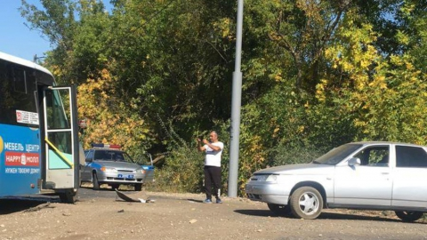 Маршрутка столкнулась с легковушкой. Ранены три человека