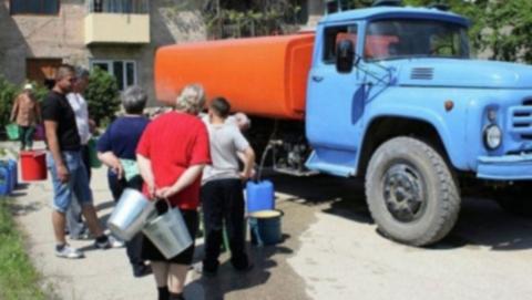 Городские власти опубликовали график подвоза воды в отключенные районы