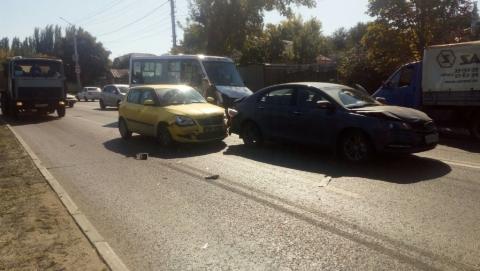 ДТП с пятью машинами произошло час назад в Саратове