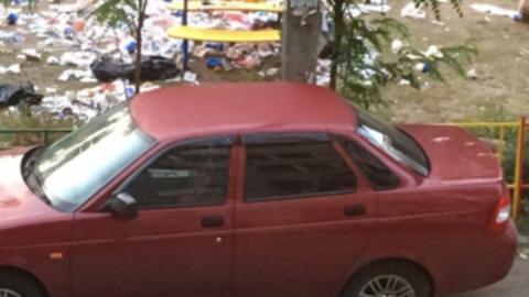 Заваленную мусором детскую площадку расчистили после публикации SaratovNews