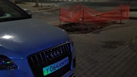 В Саратове срочно разыскивают владельца неудачно припаркованной «Ауди»