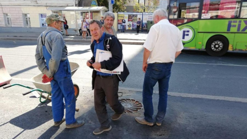 Провалившийся в центре Саратова асфальт обещают отремонтировать до 20 сентября