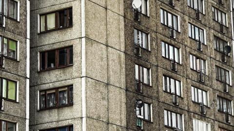 Судебным приставам предложили разрешить входить в квартиры граждан без их согласия
