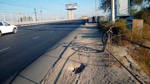 В Балакове проваливается шлюзовой мост