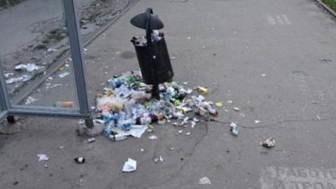 Чиновники убрали мусор с трамвайной остановки после публикации SaratovNews