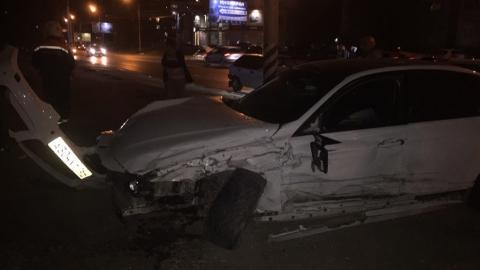 """""""Ниссан"""" и БМВ разметало по дороге после страшной аварии в Энгельсе"""