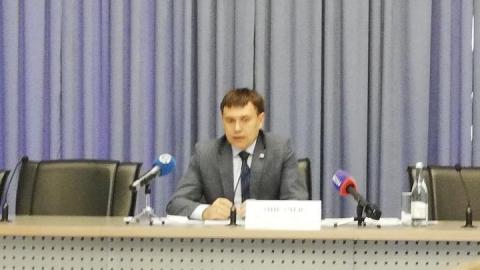 Министр строительства и ЖКХ пожаловался на отсутствие горячей воды в своем доме