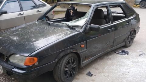 В Саратове вандалы разбили машину с самарскими номерами