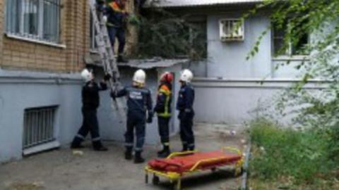 Пьяный мужчина выпал из окна и разбился насмерть