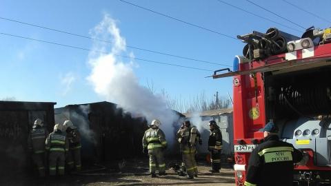 Машина вместе с гаражом сгорела в Балашове