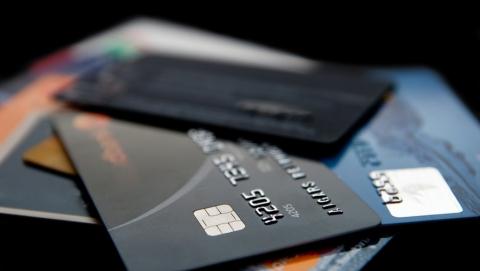 Мужчина «спустил» почти пять тысяч рублей с чужой карты на покупки