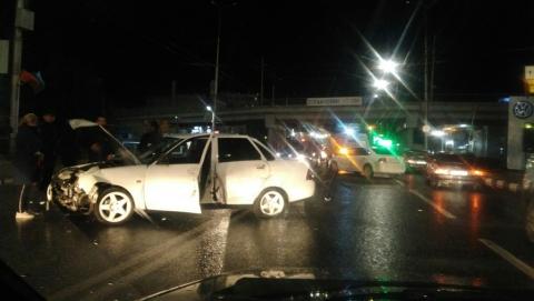 В Ленинском районе Саратова столкнулись четыре автомобиля. Видео