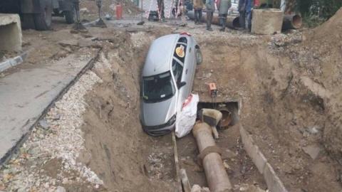 Утром в коммунальную яму залетел таксист