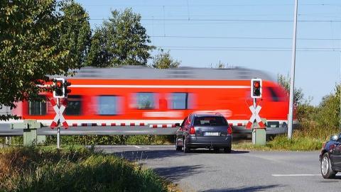 В выходные почти на сутки закроют железнодорожный переезд