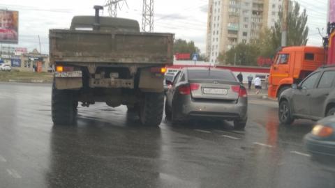 Две аварии заблокировали кольцо перед Вольским трактом