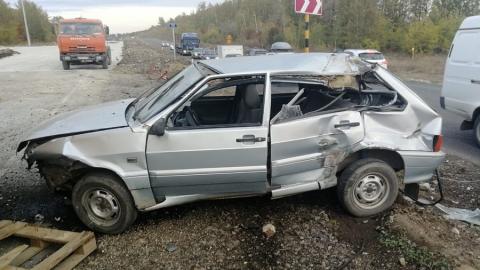Женщина-пассажир разбилась во врезавшейся в бетонный блок машине