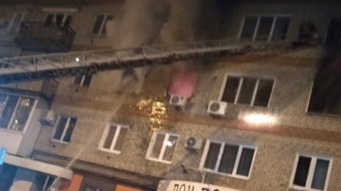 Ночью в Энгельсе горела квартира в многоэтажке. Видео