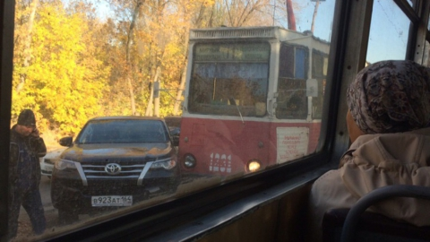 """Тойота"" влетела под трамвай"