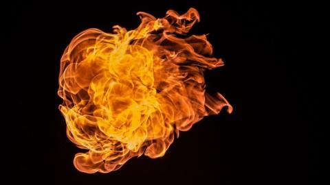 Сгорела тонна соломы
