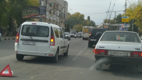 Из-за ДТП на улице Орджоникидзе затруднен въезд в Заводской район