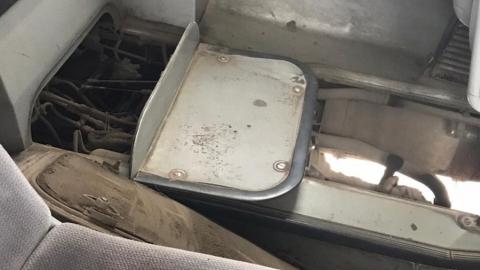 В Энгельсе заметили автобус с дырой в полу