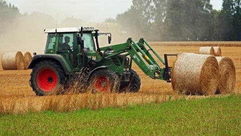 Угнанный в Ивантеевке трактор нашли в Пугачевском районе