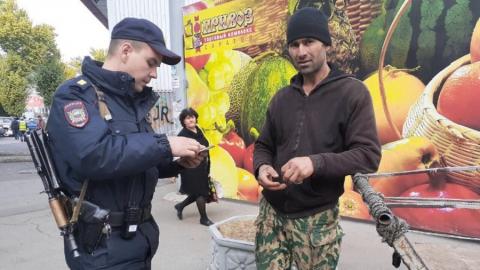 В Саратове на рынке «Привоз» полицейские ловили нелегалов