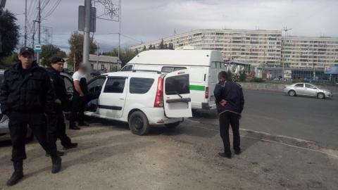 На въезде в Саратов злостного должника оставили без машины