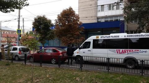 """Маршрутка устроила """"паровозик"""" на улице Рахова"""
