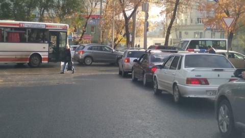 Проспект 50 лет Октября заблокировали несколько мелких столкновений