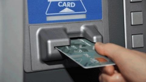 Подростка из Аткарска обвинили в краже денег с карточки его дяди