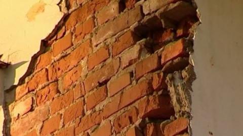 Три человека пострадали при обрушении облицовки в Балакове