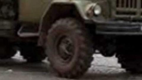 Час назад пешеход погиб под колесами грузовика