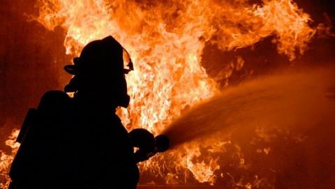 Ночью в Петровске загорелось заброшенное здание