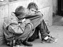 Ребенок-инвалид живет в доме без света и тепла