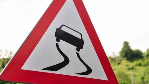 МЧС предупреждает водителей о гололедице