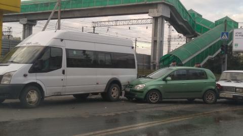 Тройная авария с участием маршрутки заблокировала Новоастраханское шоссе