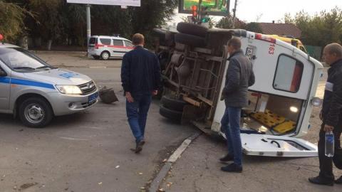 Машина скорой помощи с пациентом перевернулась после аварии