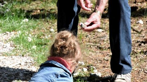 """После убийства маленькой девочки """"Лиза Алерт"""" напомнила, как обезопасить детей"""