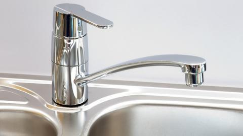 Сегодня до вечера отключат холодную воду в двух районах Саратова