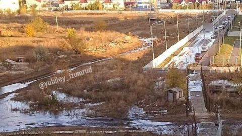 Улицу Усть-Курдюмскую заливает водой из-за отсутствия канализации